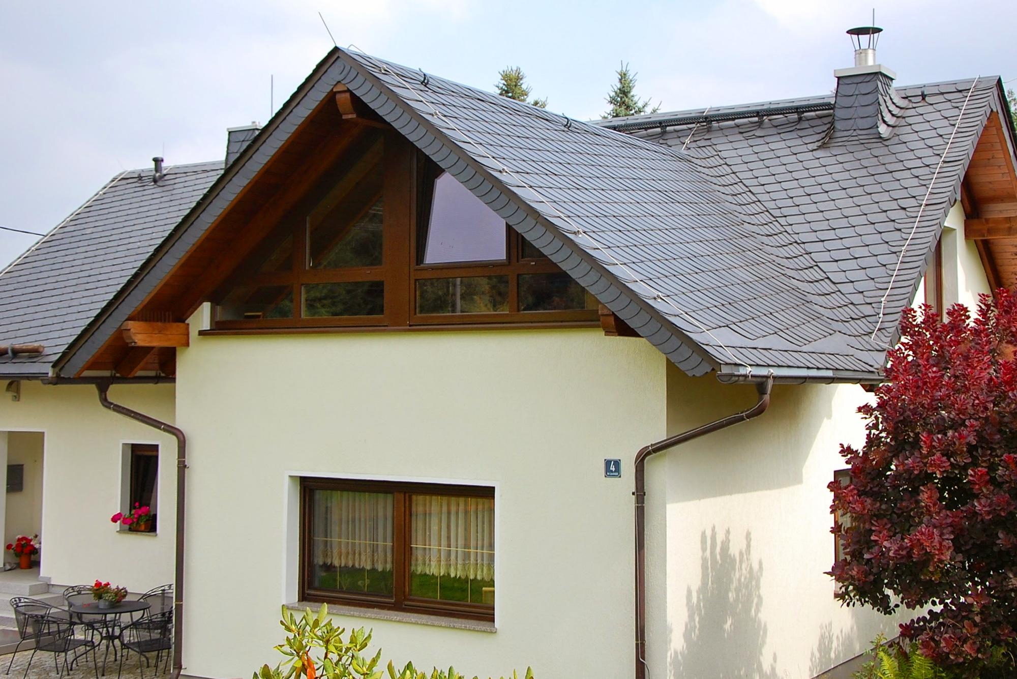 Spanischer Naturschiefer und Dachstuhl, ehemaliger Flachbau, Harra, Saale-Orla-Kreis
